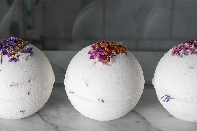 How to make floral bath bombs